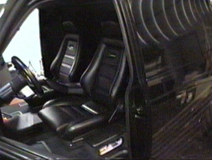 Photo image of interior of sound-off champion van built by Paul Richardson and Alberto A Lopez in 1996