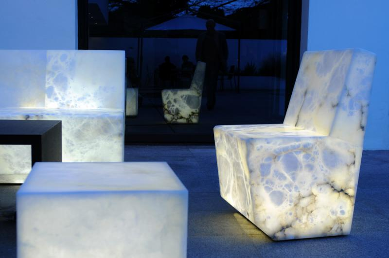 Indoor and outdoor alabaster furnishings that glow from for Design hotel glow