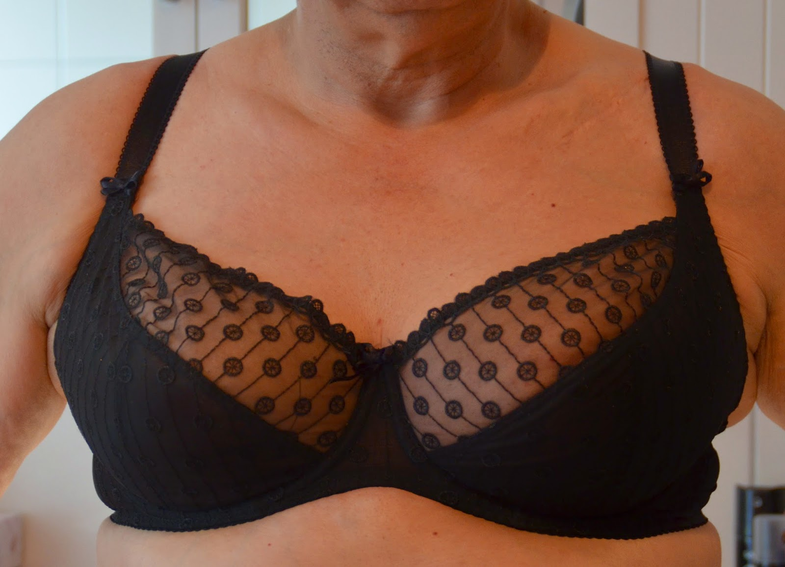 men wearing bras in the summer unnoticed
