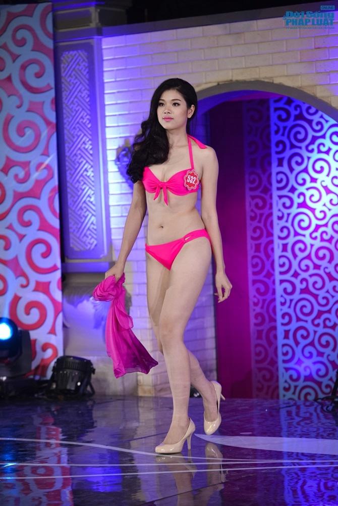 Ảnh gái xinh Hoa hậu miền bắc 2014 với bikini 12