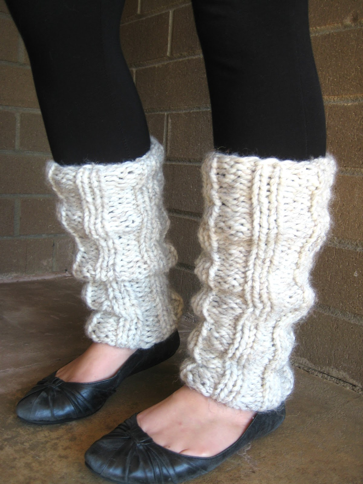 Knitting Leg Warmers Pattern : the willow nest: free pattern: Ella Knitted Leg Warmers