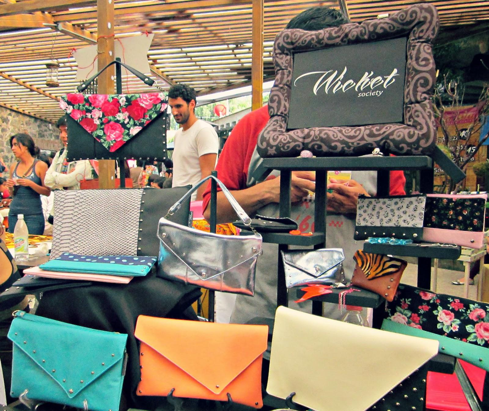 http://lluevediamantina.blogspot.com/2013/10/tercera-edicion-del-sagrado-mercadito.html
