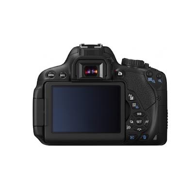 La Canon EOS650D fotografata da dietro