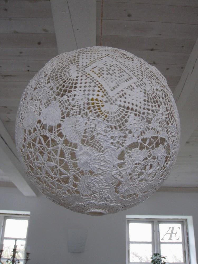 Hvid malet blondelampe, sprunget ballon, mellemlægsservietter, doily, diy