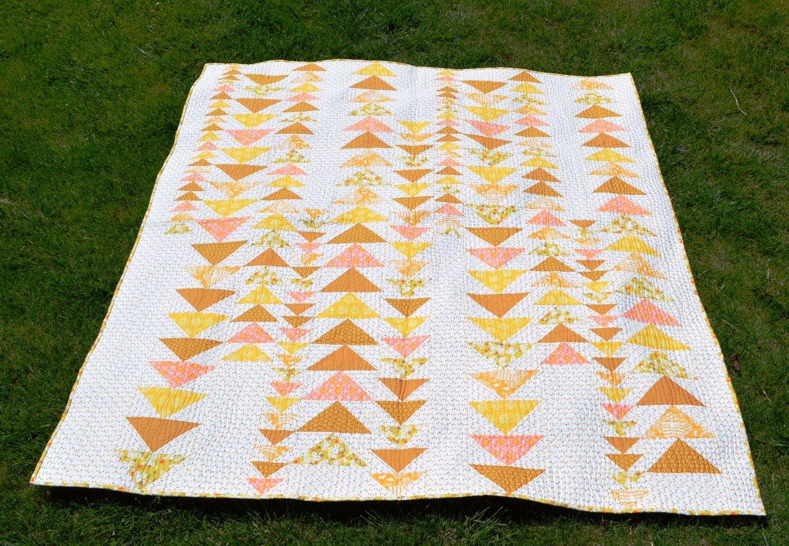 Happy Quilting: Bloggers Quilt Festival - Mellow Yellow