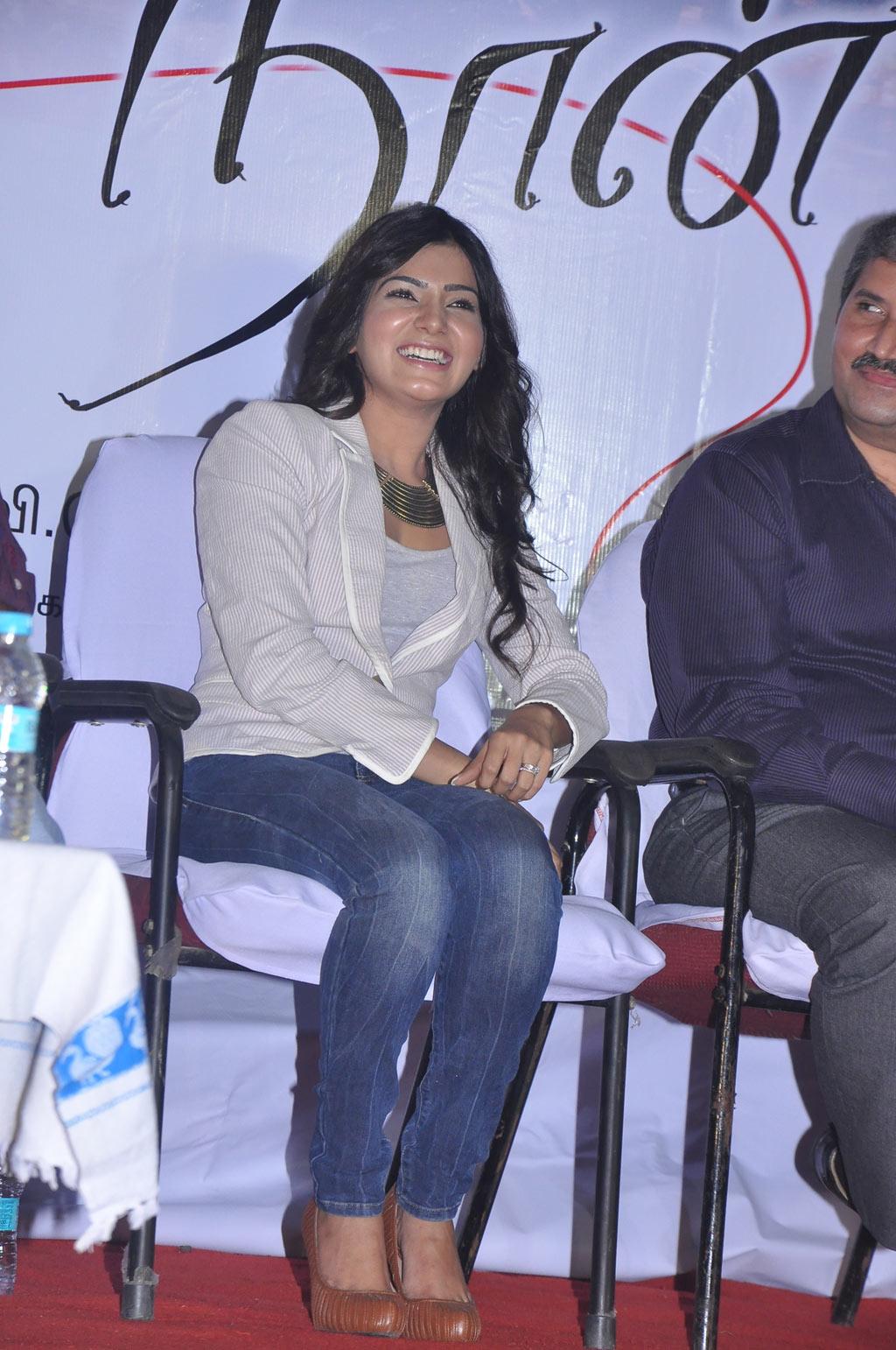 http://1.bp.blogspot.com/-zHQ4dWW2VI4/T0KFiSzPWxI/AAAAAAAADJU/znP20zLEm00/s1600/Samantha-At-Naan-Ee-Movie-Press-Meet-5.jpg