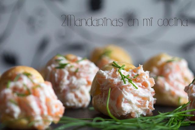 Canapés de queso crema y salmón marinado con masa choux