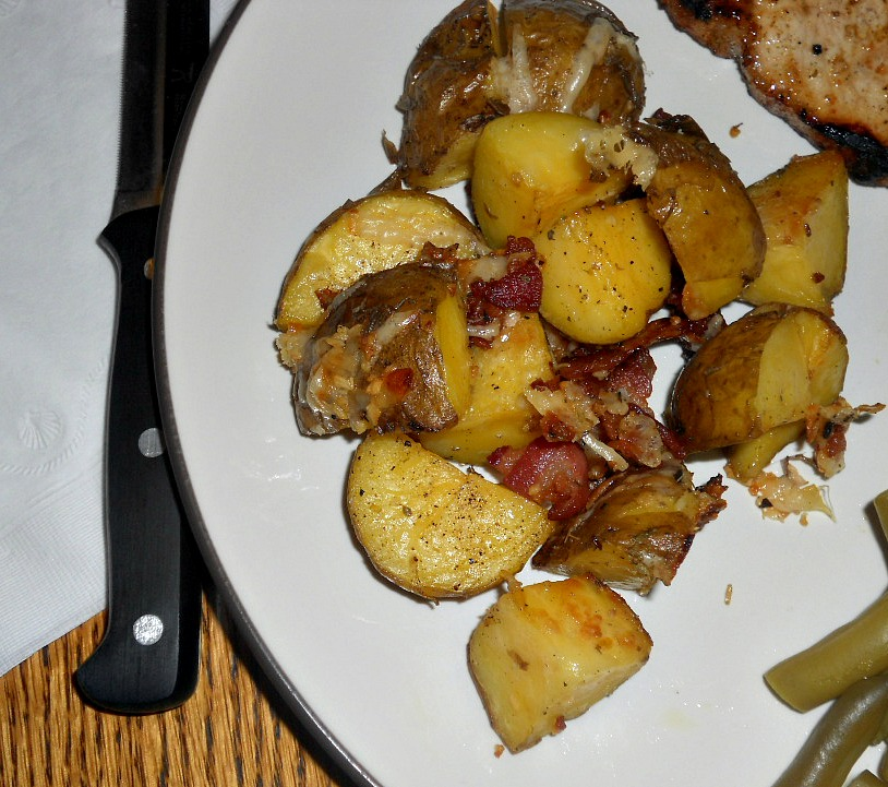 Hezzi-D's Books and Cooks: Oven Roasted Potatoes with Bacon and Cheese