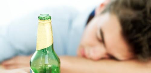 Cientista britânico diz ter inventado -álcool que não dá ressaca e nem lesiona fígado-