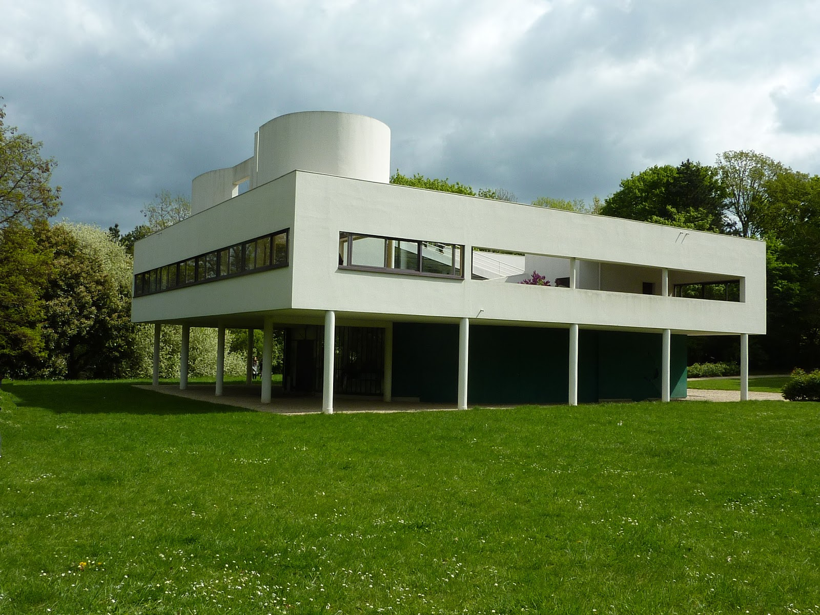 Parisienne curieuse villas blanches de le corbusier for L architecture