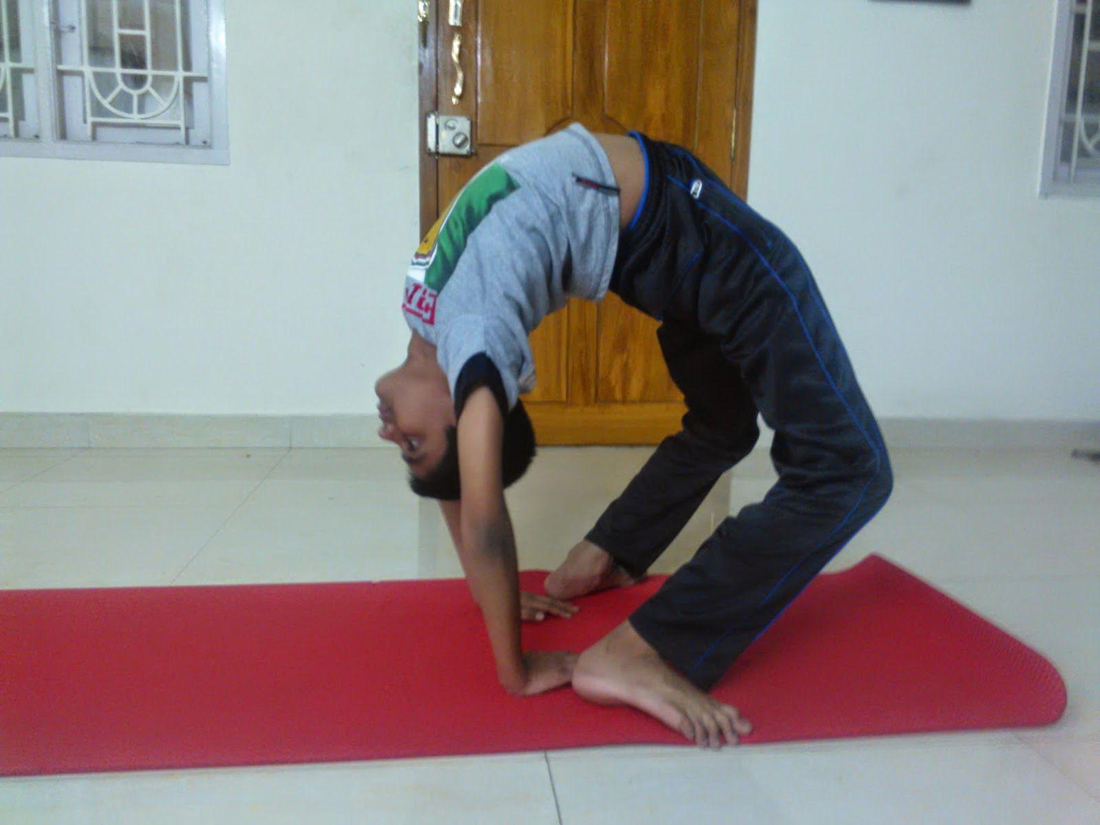 Chakrasana One Of The Challenging Yoga Poses Strengthens Entire Back Muscles It Has Innumerable Benefits And You May Love Fact That Is