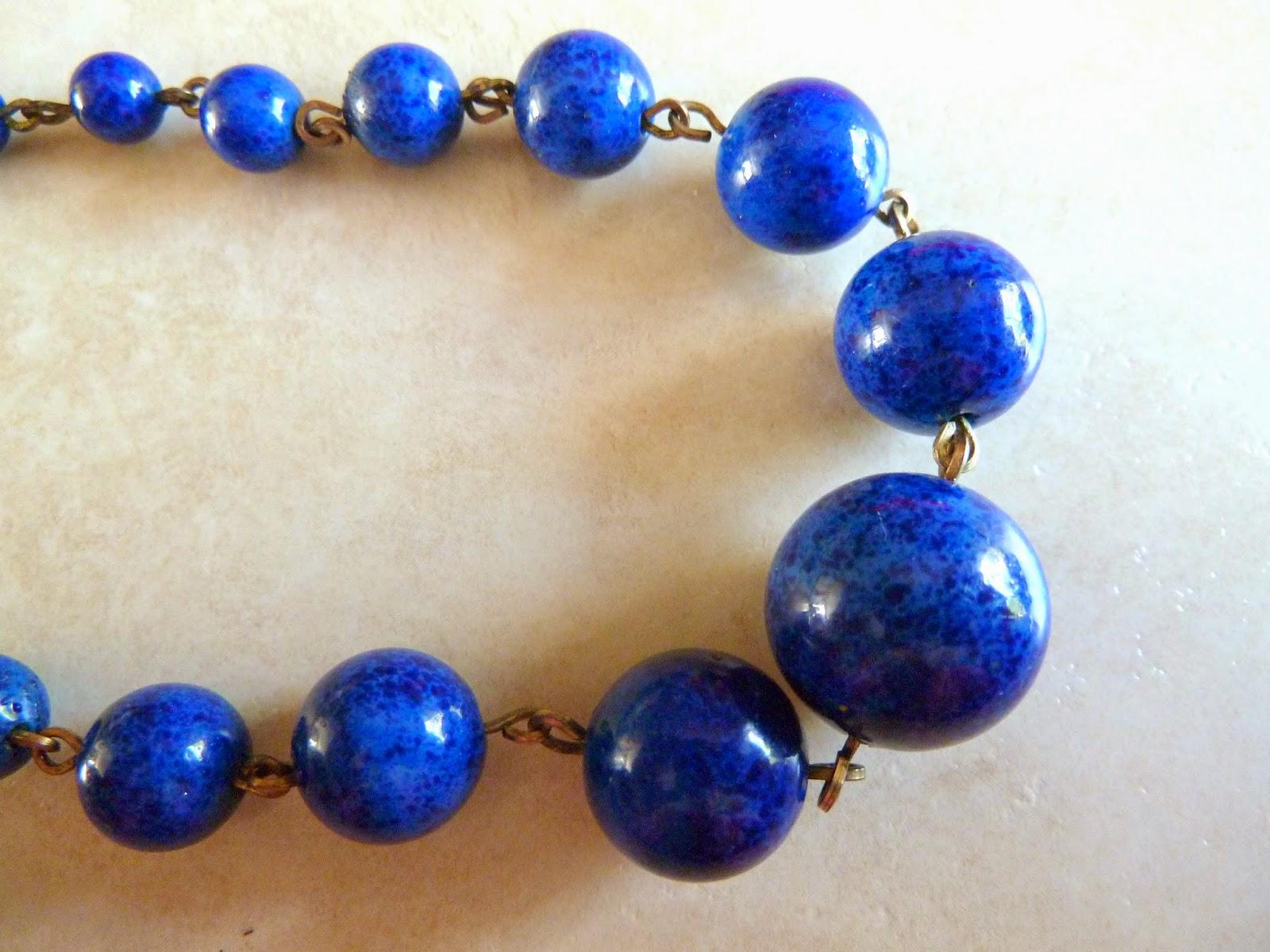 http://www.kcavintagegems.uk/vintage-graduated-blue-glass-bead-necklace-364-p.asp