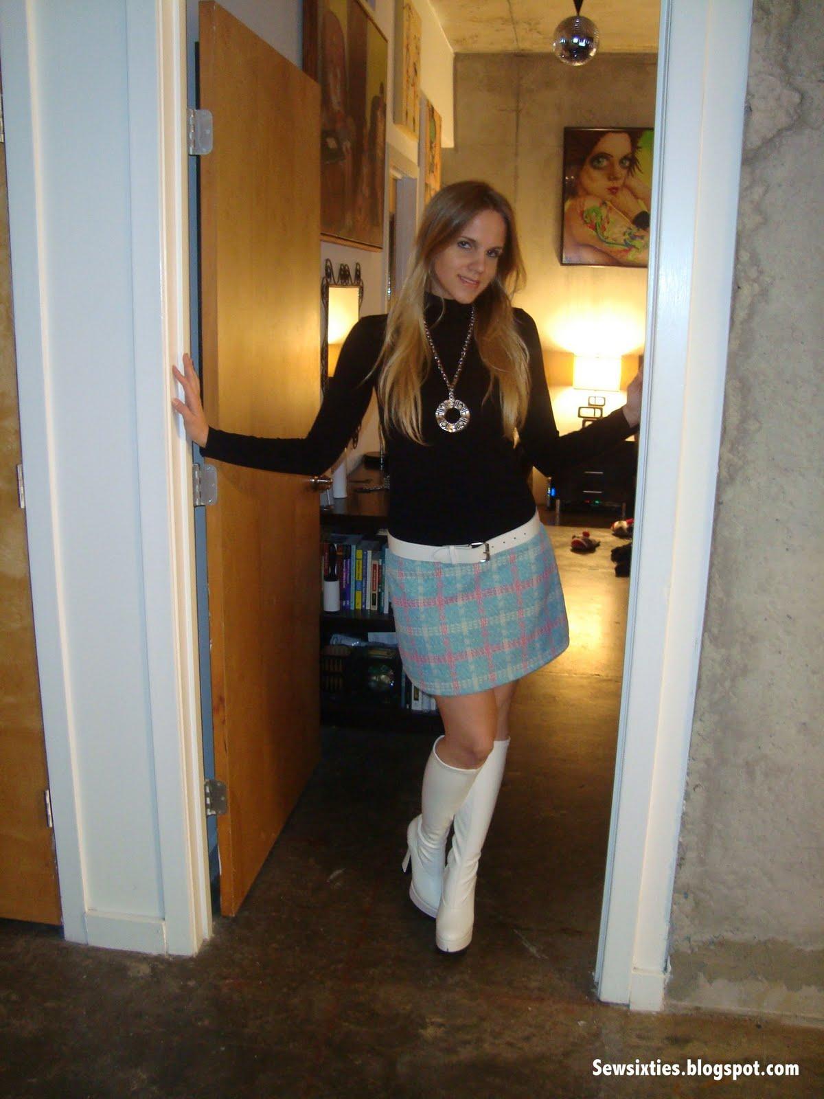 Amateur mini skirt pics