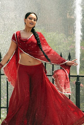 Sonakshi Sinha - Hot Navel Show