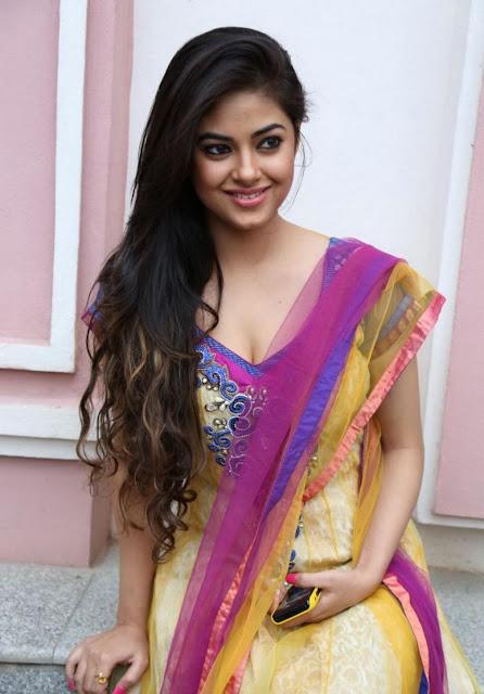 Cute Meera Chopra