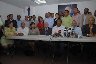"""PRD denuncia funcionarios intentaron """"comprar"""" a su secretario de la juventud"""