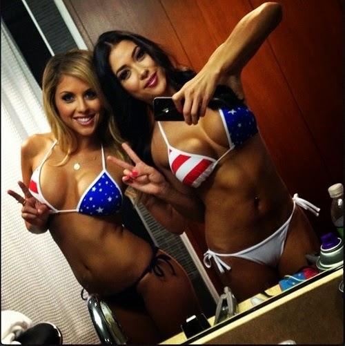 chicas muy sensuales a duo con sus mejores confidentes : sus mejores amigas , traviesas , juguetonas y muy sexys , whatsapp pics , chicas sexys 1x2