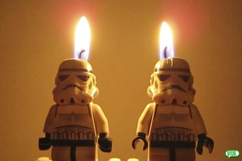 Stormtrooper au bureau et ailleurs joyeux anniversaire - Bon anniversaire star wars ...