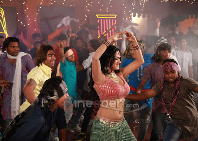 Veena+Malik+Jatts+in+Golmaal+item+song+(7)