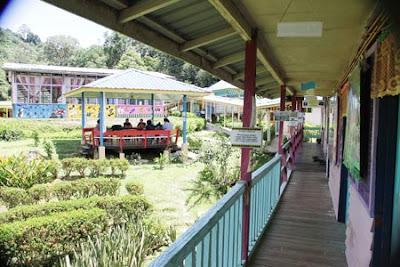 Pemandangan sekitar sekolah di SK Ulu Lubai Sarawak : Permata dalam Belantara