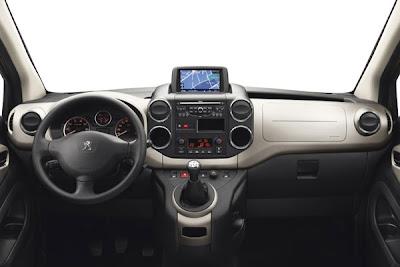 Peugeot Partner Tepee 2013-1.jpg