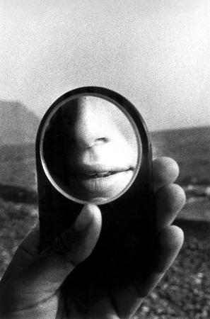 отражение в маленьком зеркале