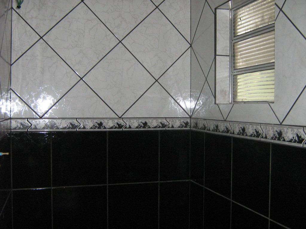 Imagens de #737158 Aqui o banheiro revestido com o alternado em preto e branco. 1024x768 px 3726 Banheiros Planejados Preto E Branco