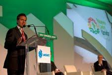 Enrique Peña Niesto urgió en Monterrey a un nuevo modelo educativo en México.