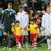 Neuer se reencontra com garoto da Copa do Mundo que superou paralisia cerebral