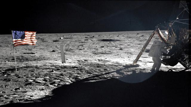 مخرج أمريكي يكشف حقيقة الهبوط الأمريكي على سطح القمر