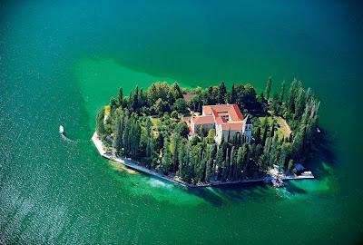 جزيرة فيزوفيتش