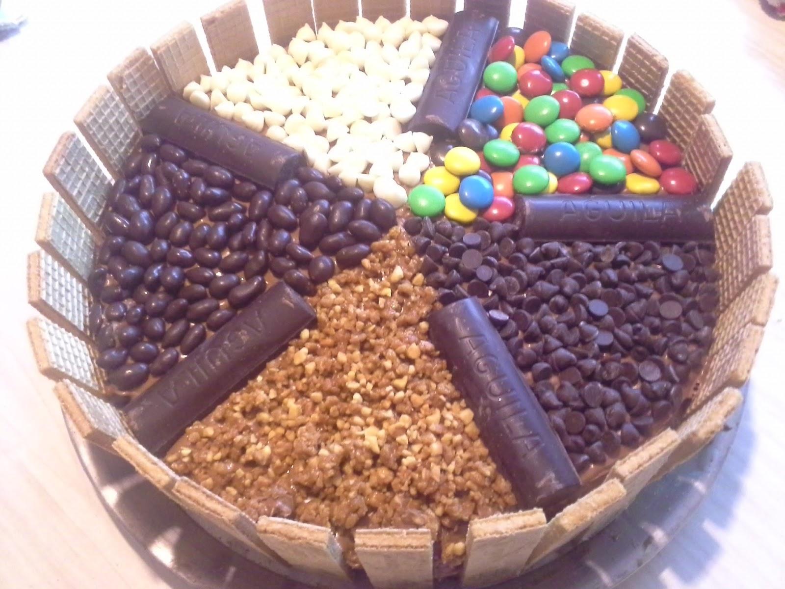 Zopencas en la cocina torta a cuadritos y decoraci n con - Adornos con golosinas ...