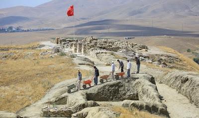 2,800-year-old storage jars discovered in Van