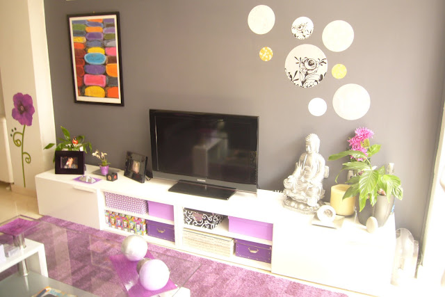 Decoraxpoco salon moderno en pocos metros for Cuadros para salones grises