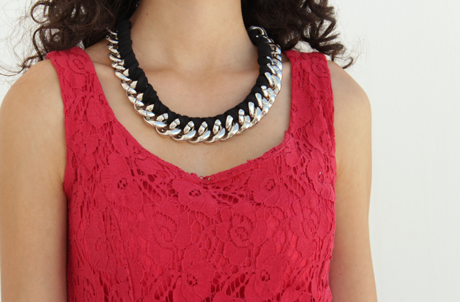 http://curlymade.blogspot.pt/2014/08/chain-necklace-makeover.html