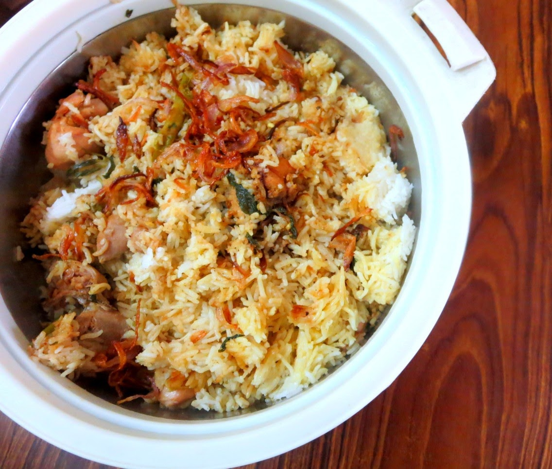 chicken biryani Slow cooker chicken biryani - indian spiced chicken & rice cooked in slow cooker, a delicious big on flavor meal ready with no-fuss.