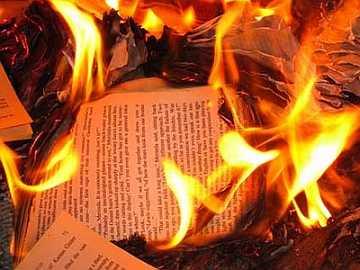 Que significa soñar con libros quemados