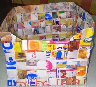 http://ideacontusmanos.blogspot.com.es/2014/06/caja-de-papel-reciclado.html