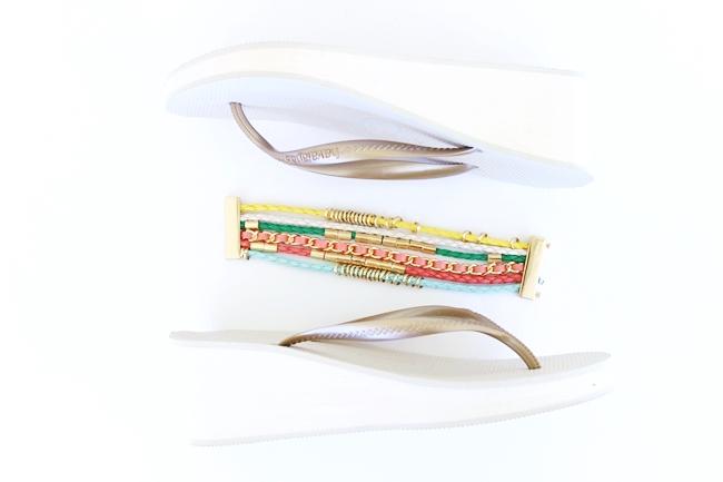 HAVAIANAS white + gold wedge woman flip flops.HAVAIANAS zenske japanke, bela platforma, metalik zlatna traka.