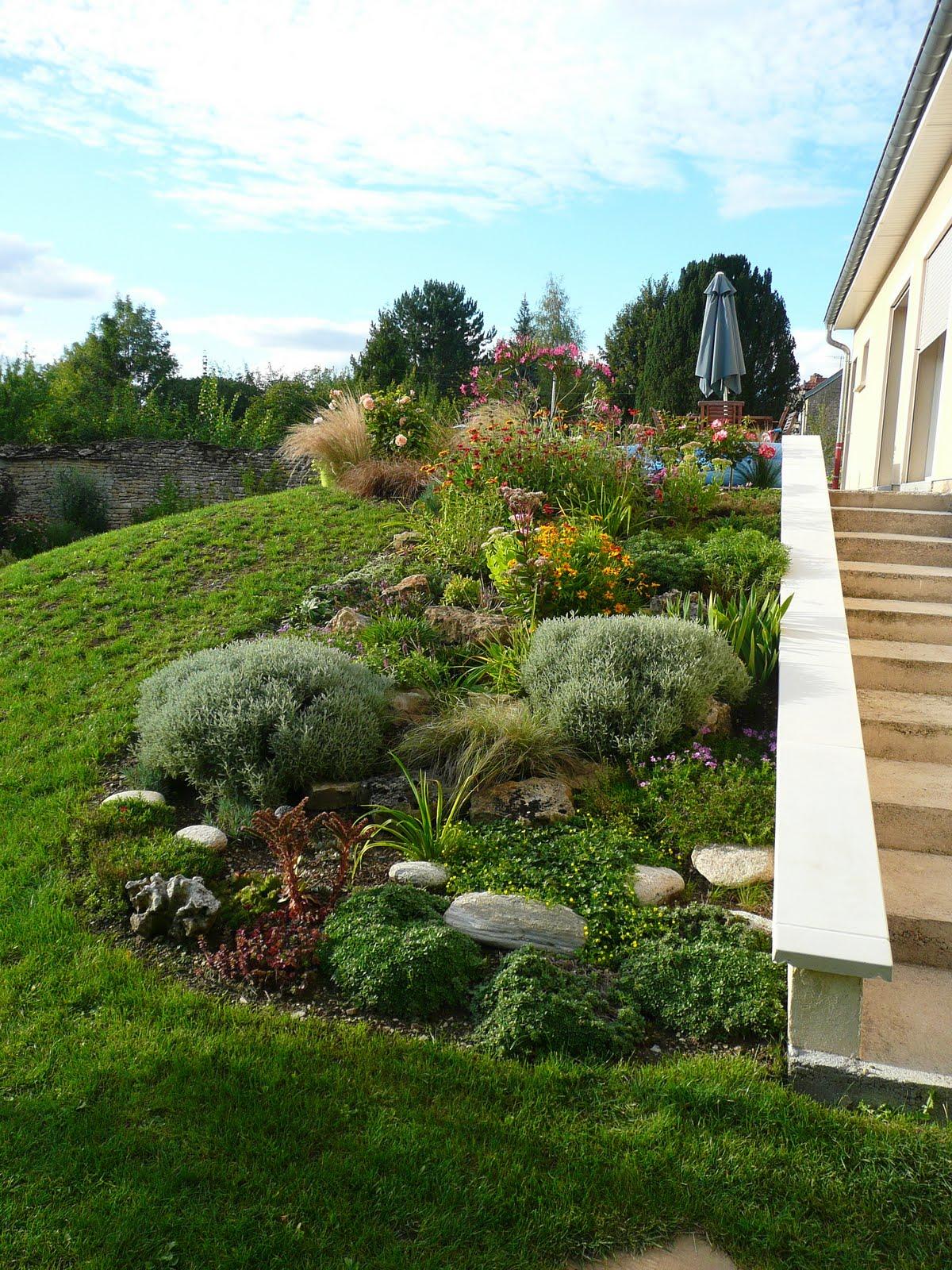 Notre jardin secret fin ao t - Jardin pente rocaille montpellier ...