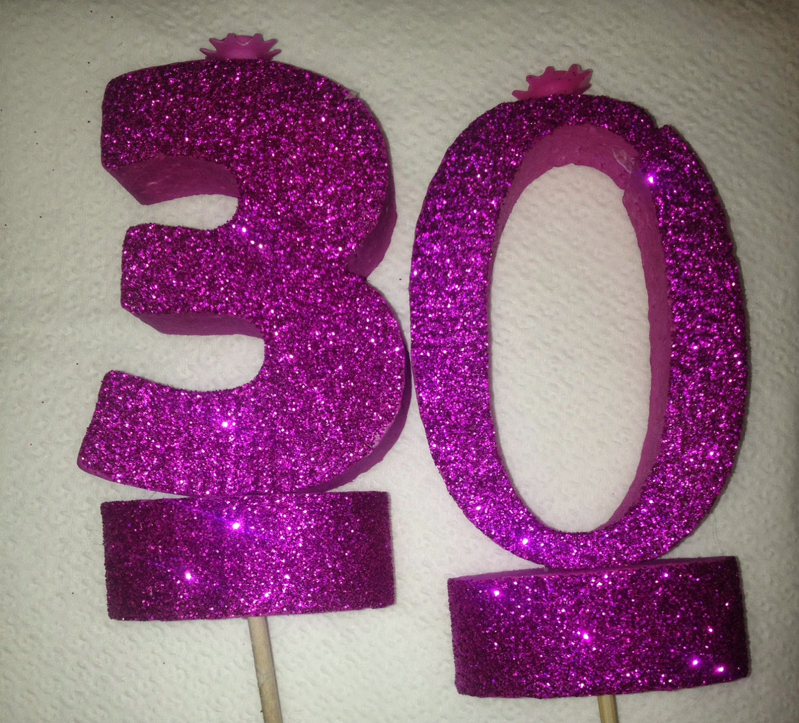 compleanno a tema glitter,candele glitterate