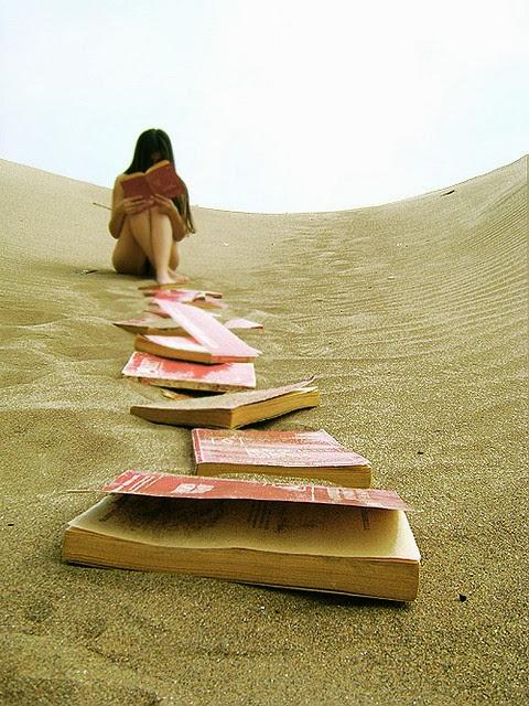 女孩阅读中