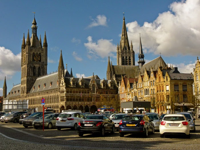 Ypres, Grote Markt, Cloth Hall