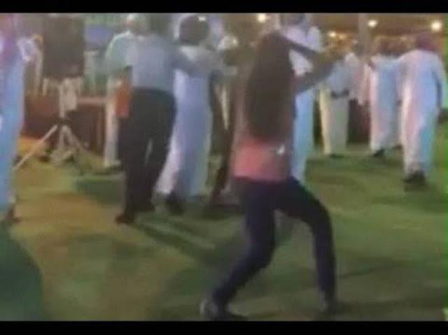 بالفيديو فتاة تموت على المسرح وهي ترقص.. انظر ماذا فعل الشيخ بها!