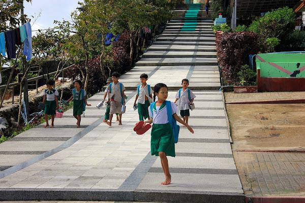 Ninos birmanos en Kyaiktiyo - Myanmar