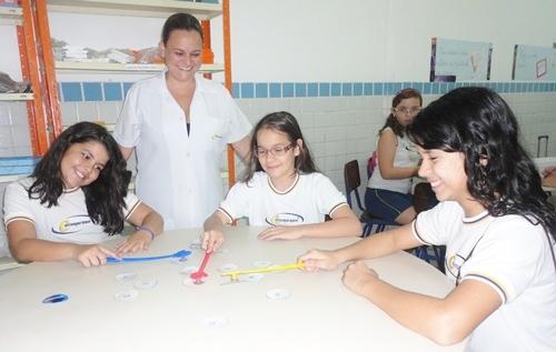 Colégio Contemporâneo faz oficinas práticas de Matemática