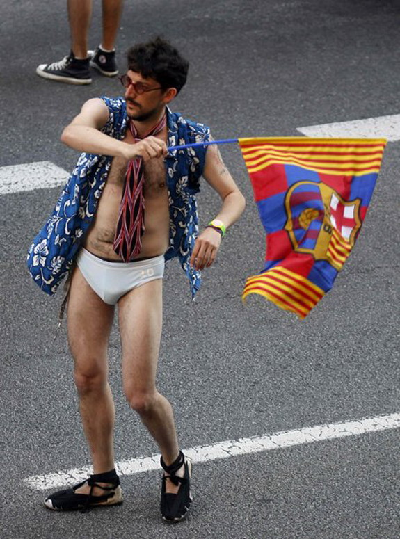 Half-naked fan during Barcelona's victory parade
