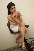 naveena latest glam pics-thumbnail-8