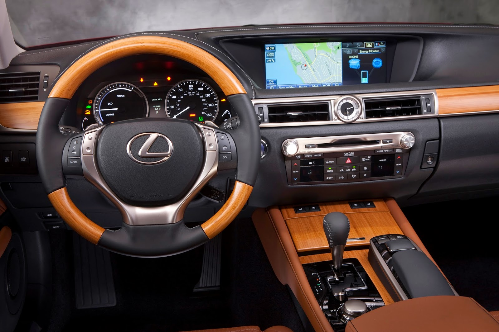 Interior view of 2014 Lexus GS450h
