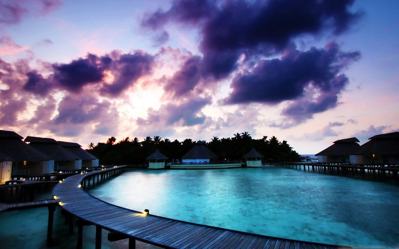 http://1.bp.blogspot.com/-zMKbSD3dYRw/T_2KieuFOHI/AAAAAAAADgw/dSdoDKo8eWc/s1600/overwater-bungalows-in-the-south-pacific-1440x900.jpg